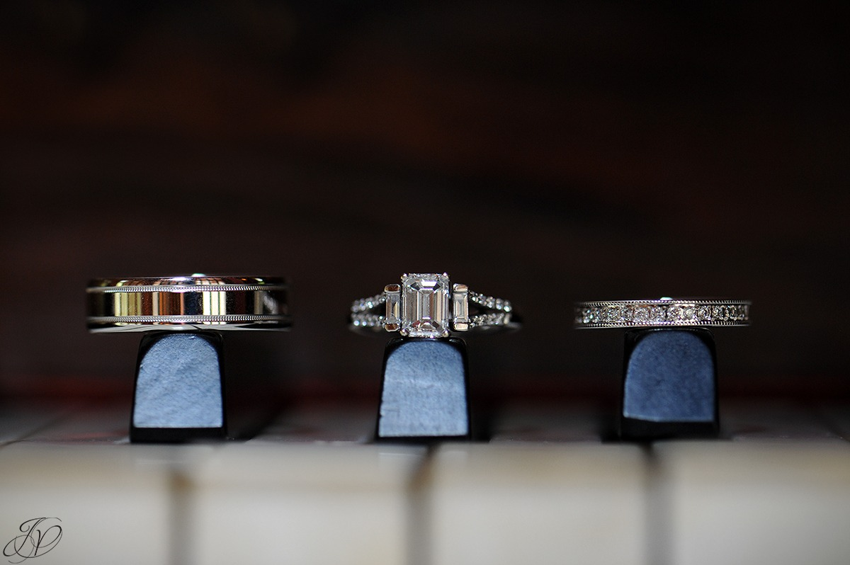 wedding rings on a piano, photo of wedding rings