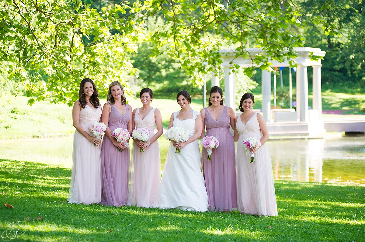 unique bridal party photo, bridal party in congress park, saratoga springs