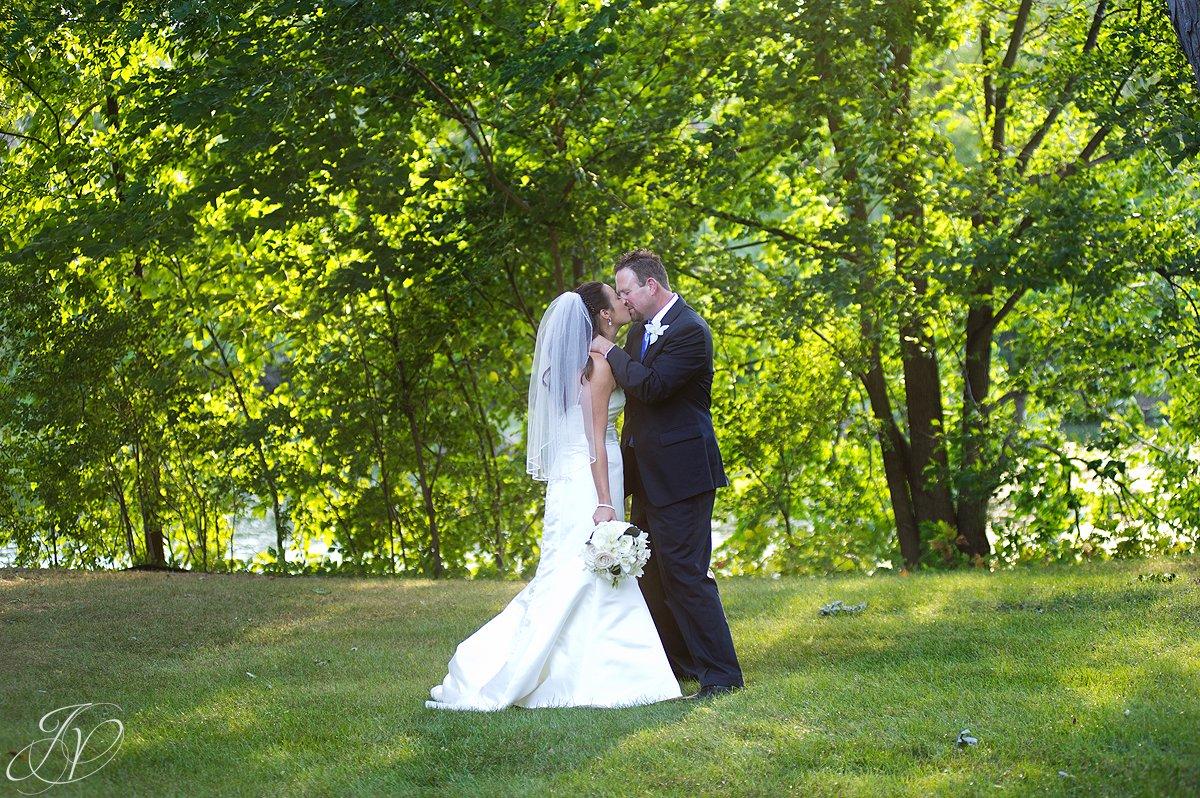 bride and groom photo, riverstone manor, schenectady wedding photographer