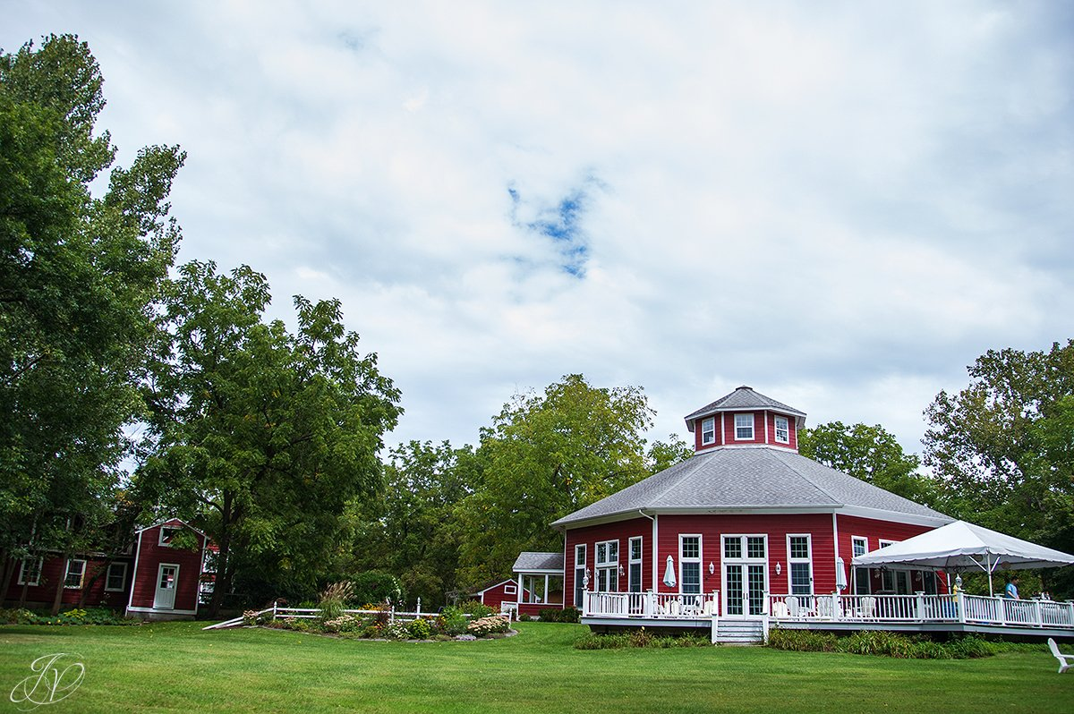 exterior of the appel inn, jessica painter photography